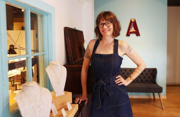 Alaina Steffan - Behind the Bench, Aran - Aide-memoire Jewelry